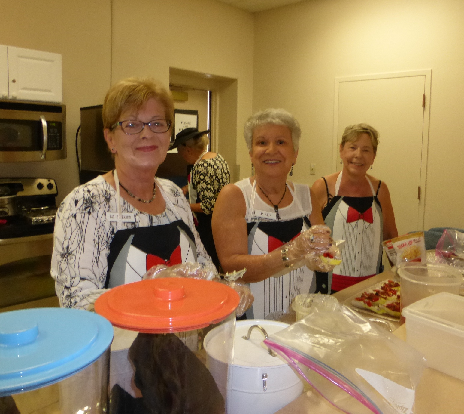 Pat, Liz and Judy are preparing to serve the lunch!